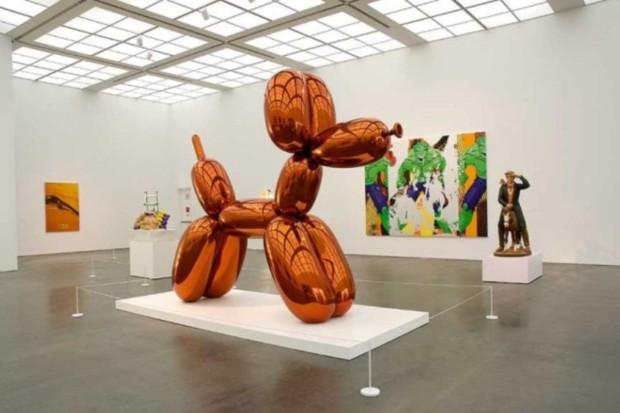 Jeff-Koons-Balloon-Dog-Orange-Sculpture