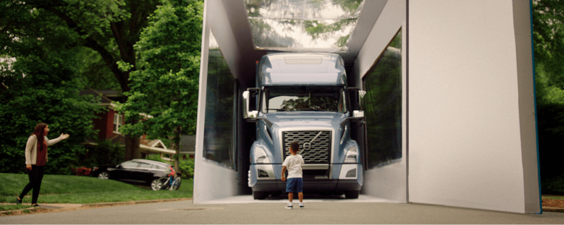 watch-3-year-old-joel-jovine-and-volvo-trucks-in-the-world-s-largest-unboxing-a-new-guiness-world-records-title_4